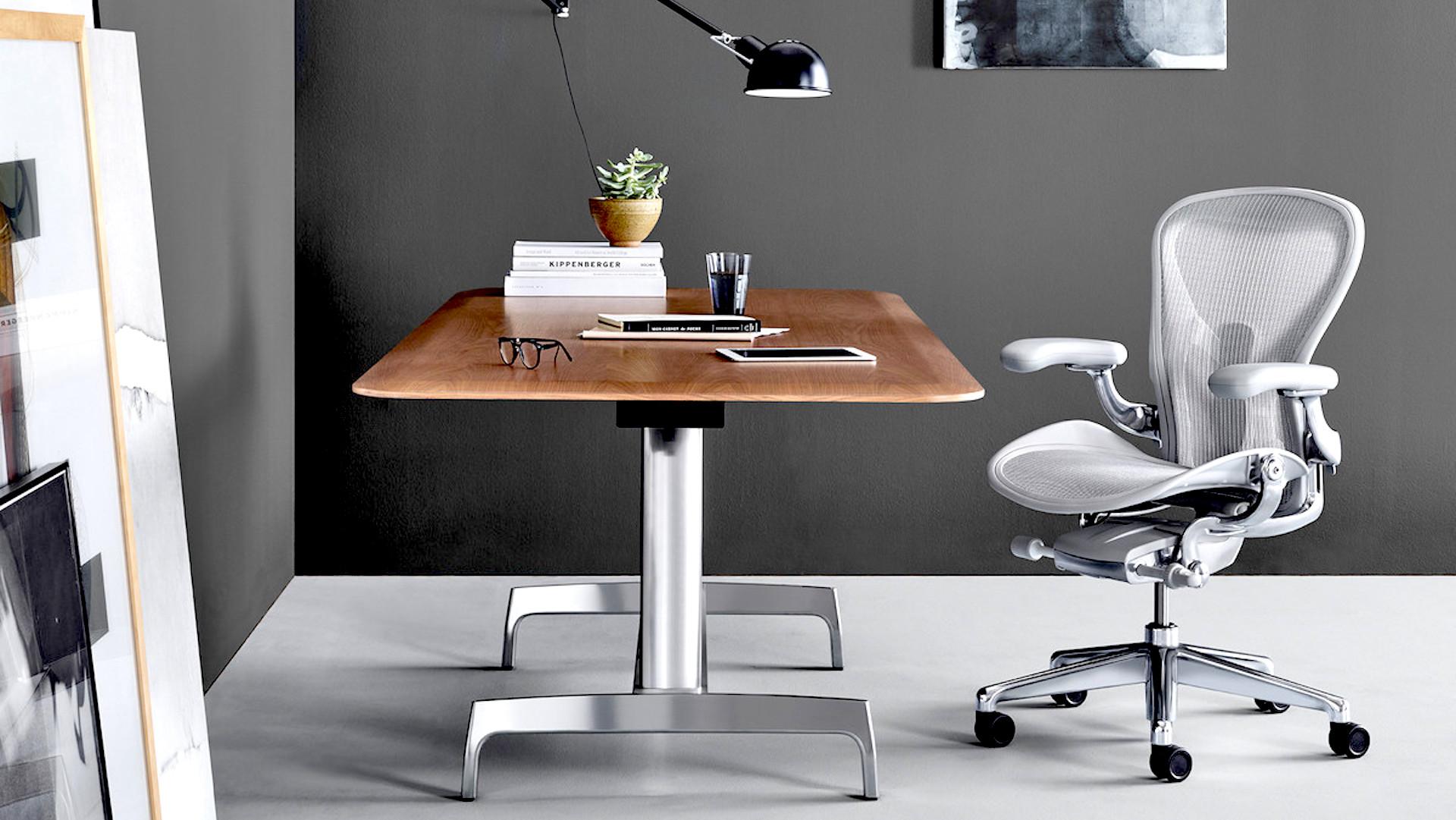 Silla de trabajo ergonómica en una oficina