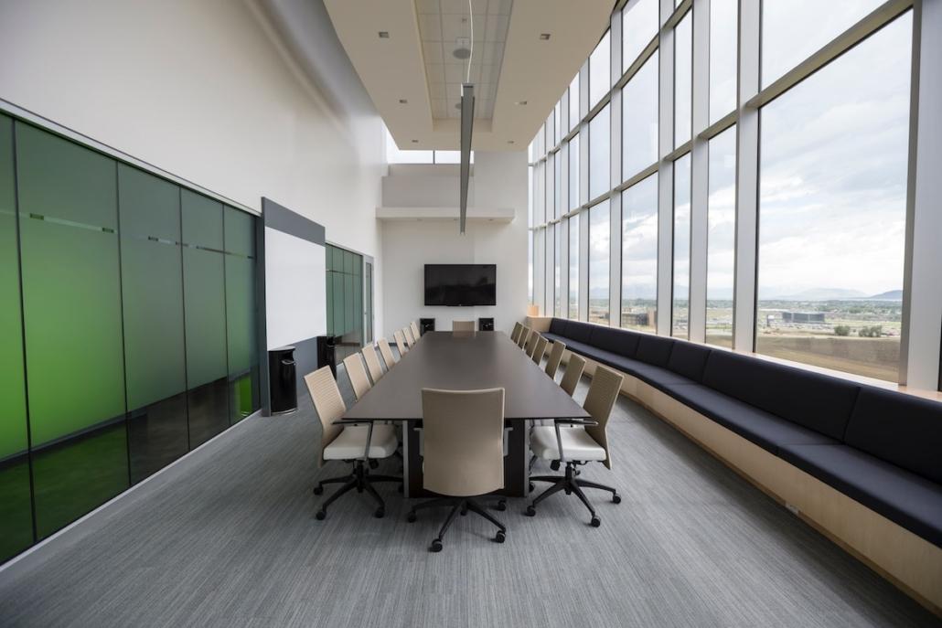 Oficina y coronavirus: la seguridad obliga a rediseñar los espacios de trabajo para disminuir la densidad.
