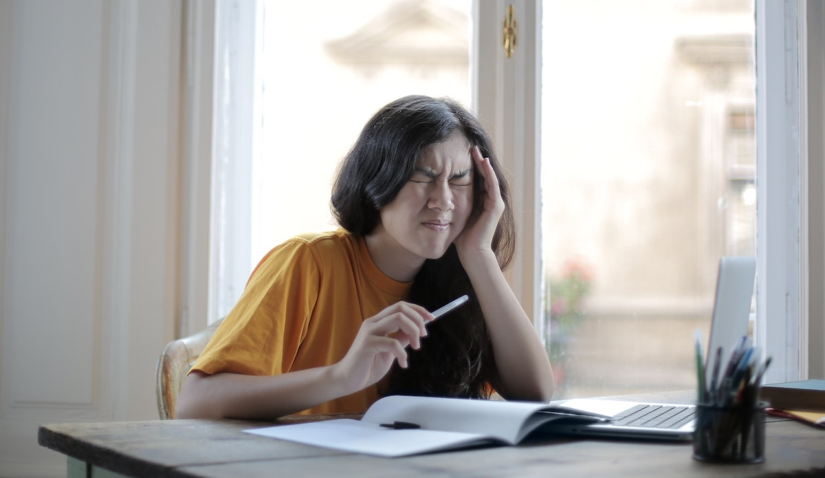 Llega un momento en que el ruido de la oficina causa estrés emocional y falta de concentración